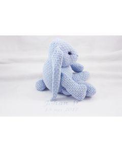 Baby's Only, gebreid konijn op katoenen deken met naam en geboortedatum