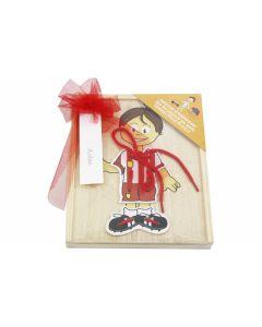 Strikpuzzel jongen in houten opbergdoos
