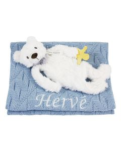Bear Bo Tuttle op gebreide deken met diamantruit, blauw