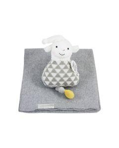 Lamb Leco Musical op gebreide babydeken, grijs gemeleerd, stone green of honey yellow